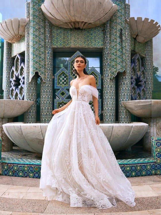parte delantera vestido novia evase escote corazon crescent