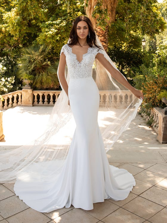 lovely-wedding-dress-mermaid-with-short-sleeves-and-lace