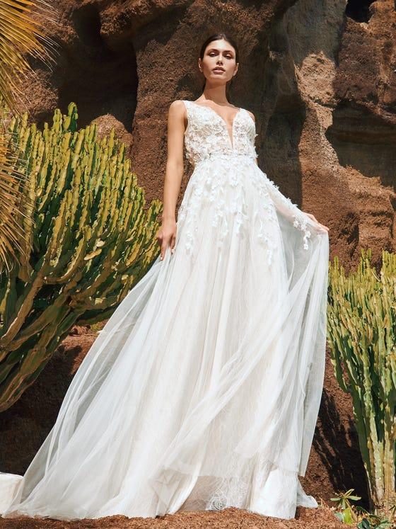 parte delantera vestido novia evasee escote pico manga tres cuartos vik